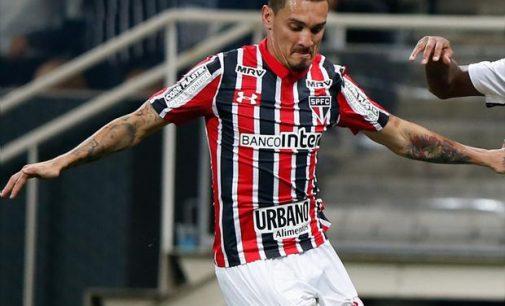 Maicon desmente suposta oferta da Turquia e reitera permanência no São Paulo
