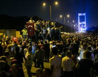 Mistérios, e uma repressão, persistem um ano após a tentativa fracassada de golpe na Turquia