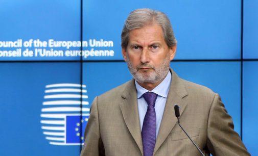 Comissário da União Europeia diz que a Turquia está se distanciando dos valores europeus