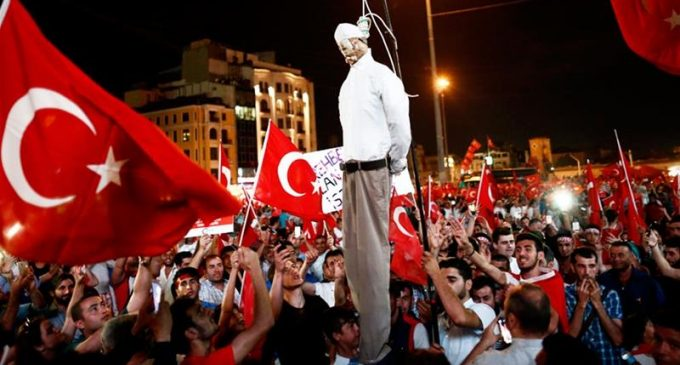 Primeiro-Ministro Yildirim diz que um consenso deve ser buscado para restabelecimento da pena de morte