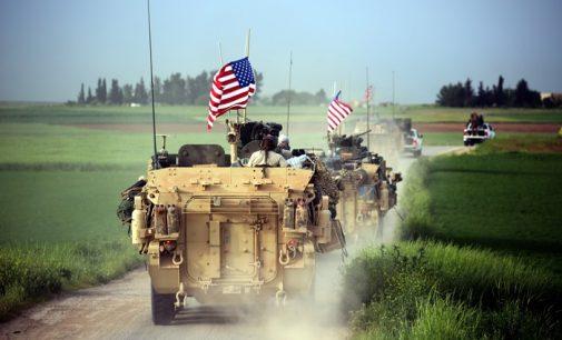 Agência de notícias russa: EUA enviam 60 caminhões de equipamentos militares para Forças Sírias