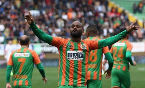 Artilheiro na Turquia, Vágner Love revela que pretende voltar a jogar pelo Flamengo