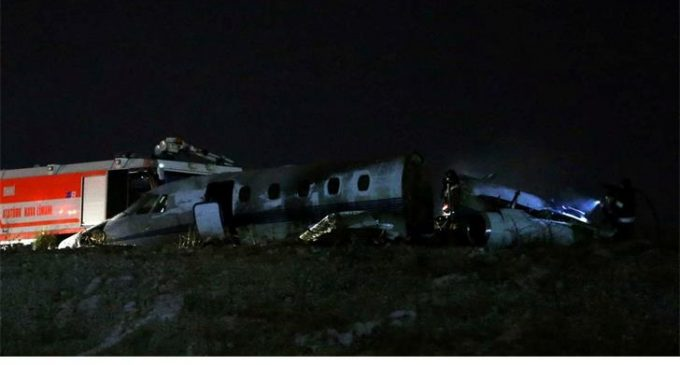 Reaberto aeroporto de Istambul após queda de avião