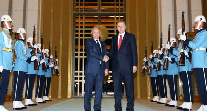 Putin chega na Turquia para conversas sobre vendas de armas e a Síria