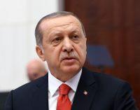 Ninguém foi prejudicado pelo estado de emergência, exceto os terroristas, diz Erdogan