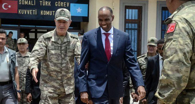 Turquia abre a maior base militar fora do país para treinar soldados somalis