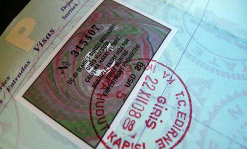 Turquia pede que EUA retomem emissão de vistos; moeda e ações turcas recuam