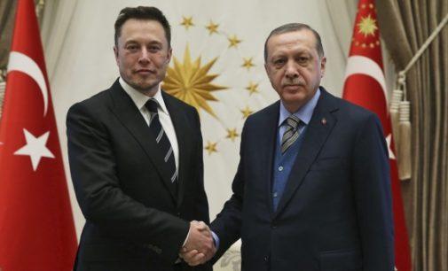 Elon Musk anda à caça de financiamento na Turquia