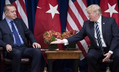 Trump e Erdogan devem falar sobre 'bagunça' no Oriente Médio
