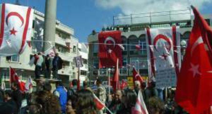 Em visita histórica à Grécia, Presidente turco sugere rever o acordo fronteiriço entre os dois países