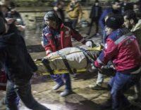 Foguetes disparados do Norte da Síria contra a Turquia matam dois