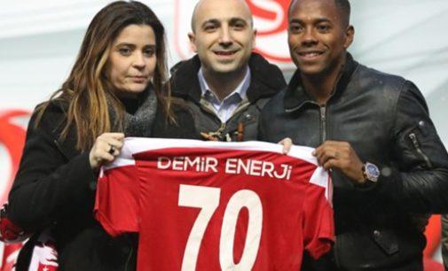 Robinho é apresentado como novo reforço do Sivasspor, da Turquia