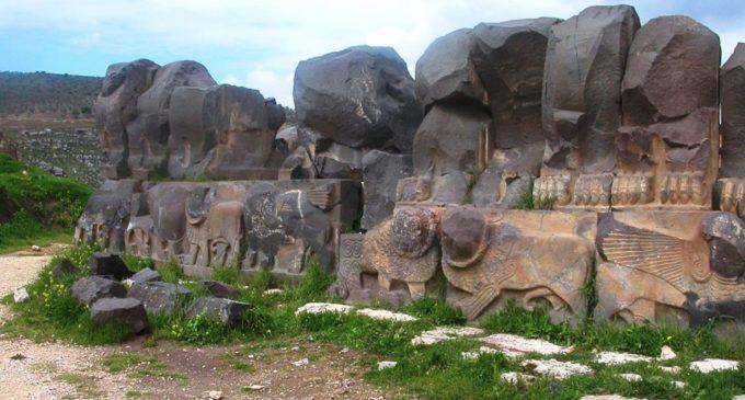 Aviões da Turquia destroem templo de 3 mil anos na Síria