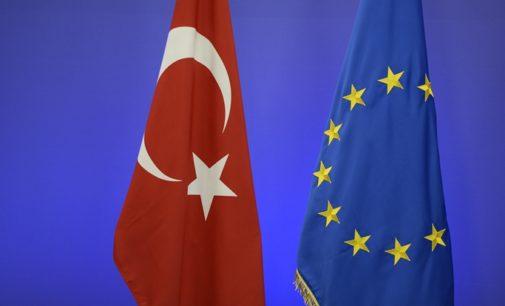 Pesquisa: Maioria dos turcos acreditam que Europa quer dividir a Turquia