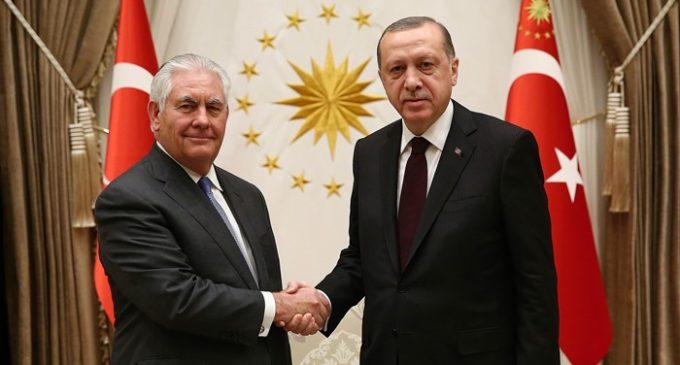 EUA e Turquia 'trabalharão juntos' na Síria, diz secretário americano