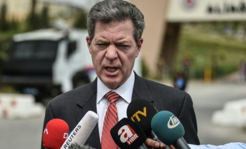 Turquia mantém preso pastor americano após início de seu julgamento