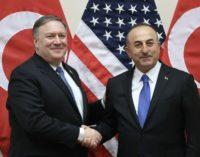 Pompeo e Cavusoglu se reúnem para discutirem a Síria e as questões bilaterais entre Turquia e EUA