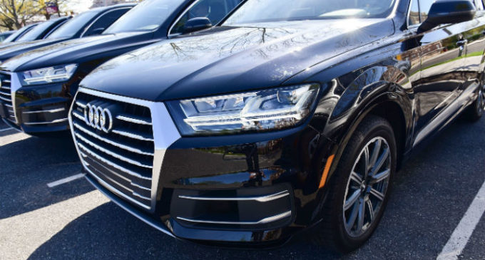 Carros de luxo apreendidos de empresários ligados a Gulen vendidos por menos que valem