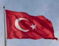 """Síria: Turquia exorta Paris a não """"repetir os erros dos americanos"""""""