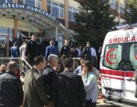 Assistente de pesquisa mata 4 em universidade de Eskisehir