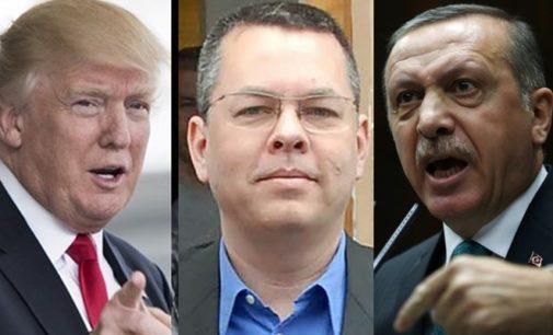 Trump em um tweet exorta Turquia a soltar Pastor Brunson