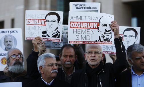 Número recorde de jornalistas presos com Turquia, China e Egito pagando um baixo preço pela repressão