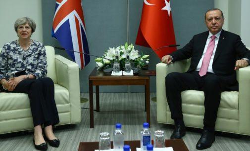 HRW exorta May a falar claramente sobre direitos humanos durante visita de Erdogan