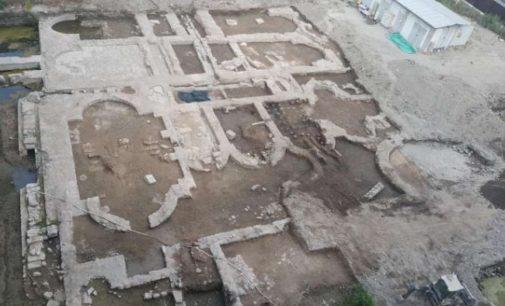 Banho romano descoberto em construção de um shopping em Esmirna