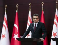Premiê do Chipre do Norte indica que desistirá da lira por perda recorde de valor