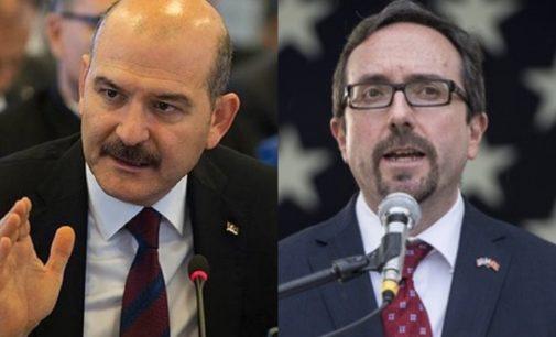 Ministro do interior da Turquia acusa ex-embaixador dos EUA de perpetuar fluxo de refugiados afegãos