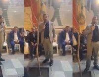 Prefeito do AKP promete demitir funcionários municipais se votarem em outros partidos