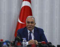Ministro da agricultura da Turquia dá tapa em jornalista por causa de pergunta