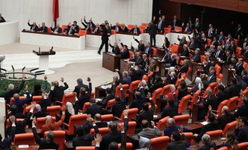 Rostos novos no parlamento turco refletem um cenário político em mudança