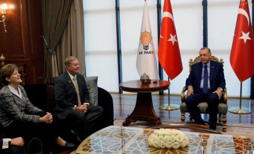 Senadoras dos EUA elogiam reunião com Erdogan, provocando reação no Twitter