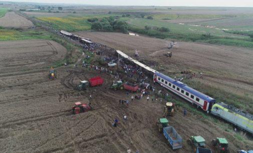 Número de mortos em descarrilamento de trem no noroeste da Turquia sobe para 24