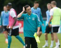 Ozil, jogador de futebol alemão, deixa seleção citando discriminação