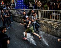 Ativistas recebidos com gás lacrimogêneo e balas de borracha na Parada do Orgulho Gay em Istambul