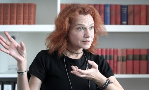 Romancista exilada diz que Turquia tem um regime fascista