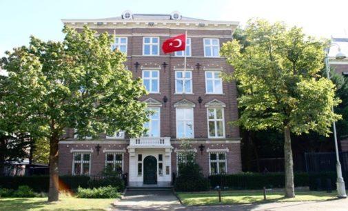 Consulado Turco em Amsterdã atacado com dispositivos incendiários caseiros