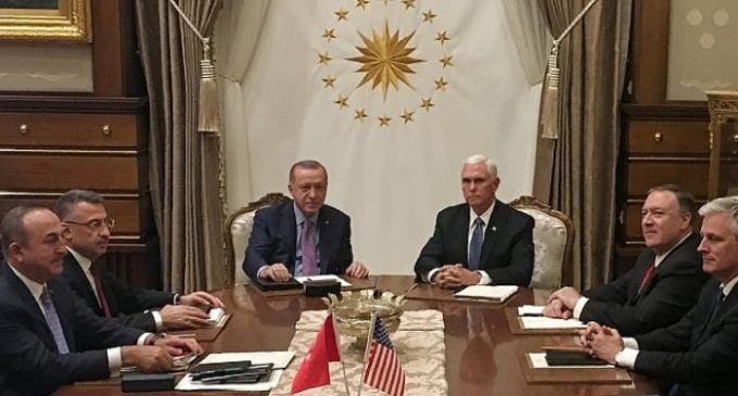 Turquia e EUA concordam com cessar-fogo no nordeste da Síria, diz Pence