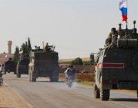 Rússia envia 300 militares e 20 veículos blindados para a fronteira turco-síria