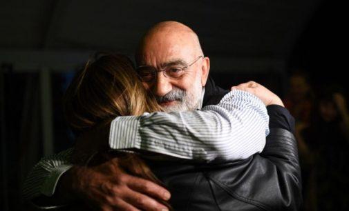 Altan, jornalista preso na Turquia, recebe o prêmio da Alemanha