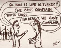 Centenas detidos na Turquia por repressão à críticas da incursão na Síria