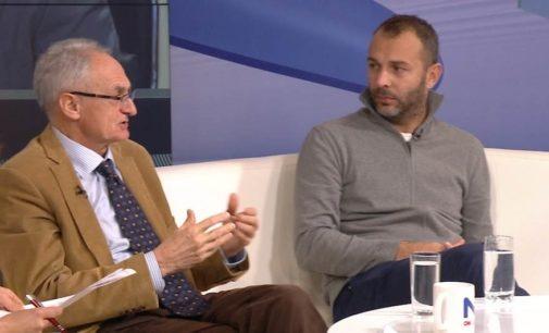 Professor turco detido na Bósnia espera para ser deportado