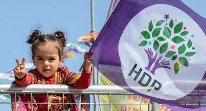 Polícia turca detém 2 co-prefeitos curdos no sudeste da Turquia