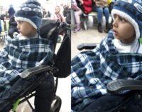 Criança com câncer forçado a procurar tratamento no exterior sem mãe