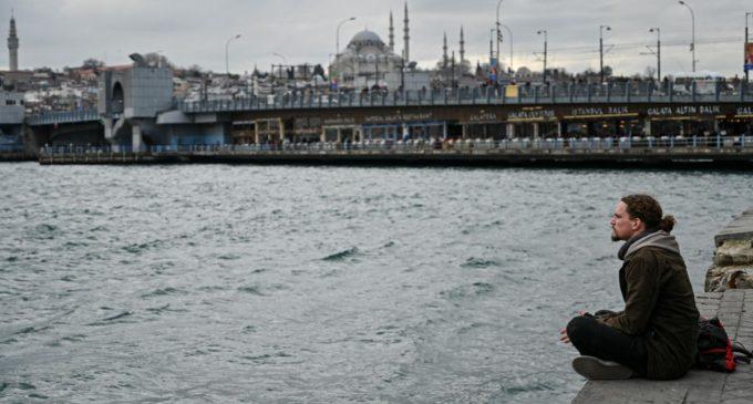 Público turco acredita que a Turquia não tem amigos