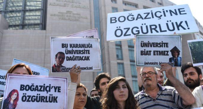 27 estudantes são presos por protestarem contra operação em Afrin