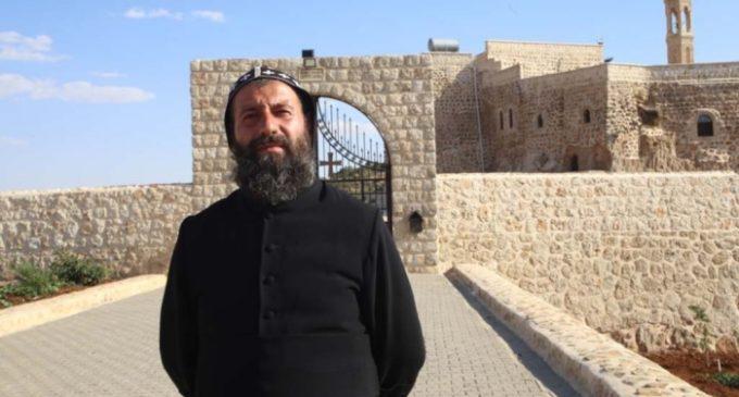 Padre assírio é indiciado por terrorismo