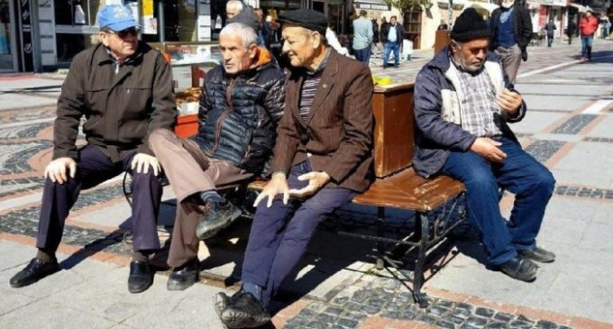 Apesar do coronavírus, muitos turcos se recusam a evitar aglomerações